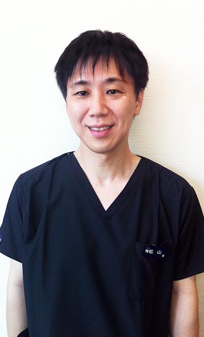 歯科医師:松山 直樹